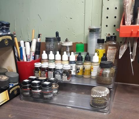 scale painting tools, color bottles